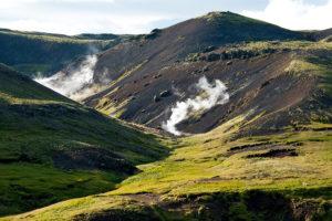 hiking in reykjadalur